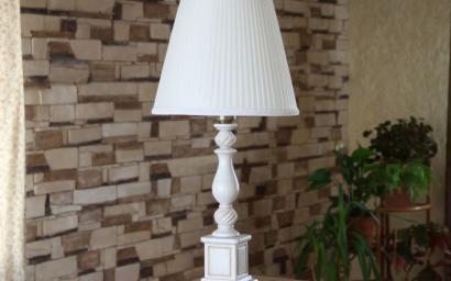 Лампы настольные из массива